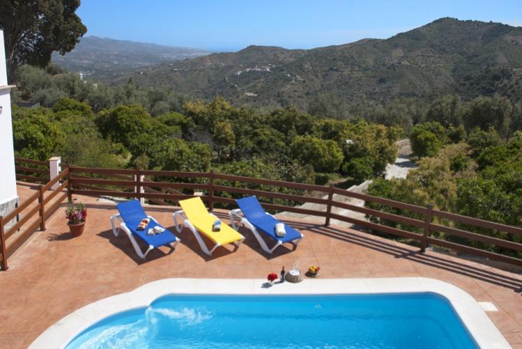 Een vakantiehuis met zwembad voor meerdere gezinnen huren? Bij Spain Rural huurt u eenvoudig en betaalbaar een groepsaccommodatie in de provincie Mala