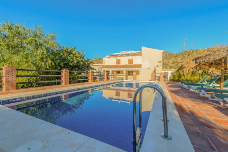 Ruim vakantiehuis met privé zwembad, ideaal voor groepen, nabij Malaga, Spanje. Een vakantiehuis voor groepen huur je in Spanje betaalbaar via Spain R